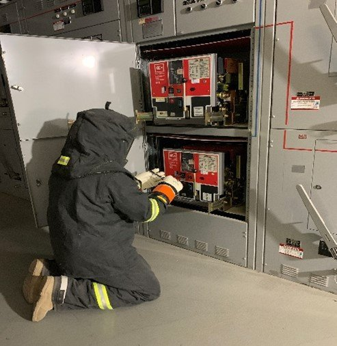 Racking out breakers during MOP